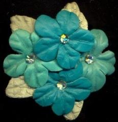 Harvorae - presilha com flores de couro