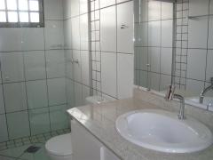 Banheiro com box blindex da pousada surucuá - bonito/ms