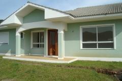 Casa 03 suítes em condomínio fechado, á venda.