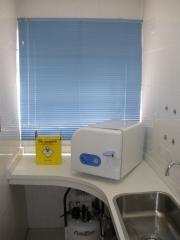 Sala de esterilização independente da sala clínica, evitando contaminação cruzada!