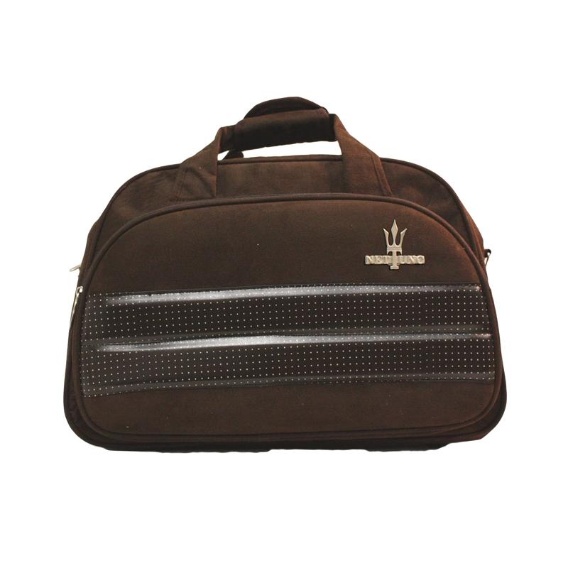 Cores: Preto - Marrom - Rosa - Bege. Linha Atena - Mala de viagem em camurça, cinta destacável de ombro na cor da mala, interior revestido, bolso interno com zipper, compartimento externo com zipper e bolsos para canetas e acessórios.