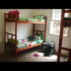 6camas dormitorio 3dogs hostels são paulo brazil