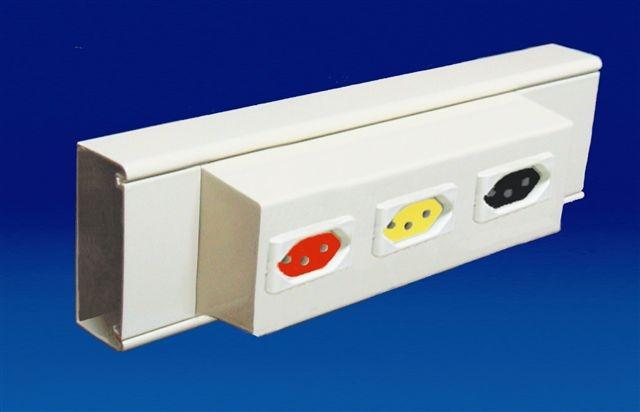 Canaleta em alumínio (70x30mm) sem intersepto para tomadas elétricas ou RJ45. Acabamento: Pintura branca
