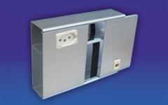 Canaleta em alumínio de parede (150x50mm) com um intersepto descentralizado para tomadas elétricas e rj45.  acabamento:anodizado fosco