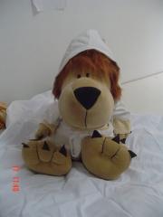 Leão com roupao de piquet da softies brasil