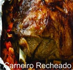 Delicioso carneiro recheado com arroz e amendoas e assado no forno a lenha.