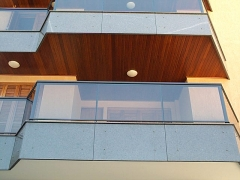 Sacada panoramica de aluminio com vidro temperado