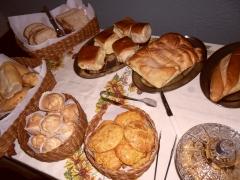 Caf� da manh� variedades de p�es bolos e biscoitos