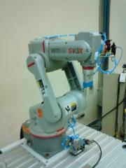 Instalação e configuração de celulas robóticas.