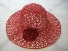 Chapéu praia fibra de buriti com rosa , trabalho em macramê