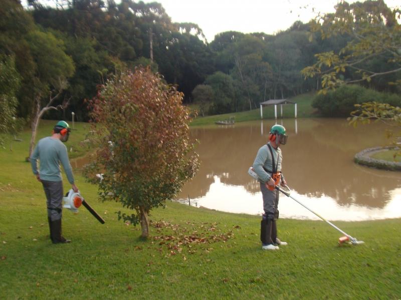 Corte, limpeza e manutenção de gramados