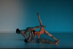 Sobre a pele- cia. compasso de dança