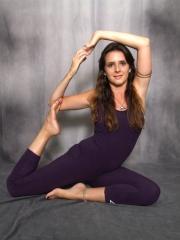 Aulas de yoga no compasso centro de danças