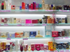Gloss cosm�ticos e perfumaria - arauc�ria