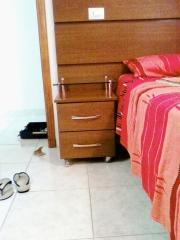 Cabeceira de cama de casal em madeira