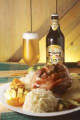 Eisbein Pururucado acompanhado da cerveja da casa a Viena Bier