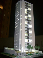 Predio residencial 1/100 iluminada projeto e maquete tom horikawa