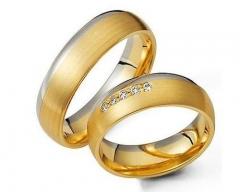 Alian�a sem solda, torneada, em ouro 18 k, para bodas ou casamento. modelo interno: anat�mica    modelo externo: abaulada largura: 6.0 mm altura 1.8 mm detalhes: acabamento fosco(ouro amarelo) , polido (ouro branco)   cont�m 5 diamantes de 1 ponto e meio (somente na feminina)   peso: 12.0 r$ 1.440,00 ou em at� 18x no pagseguro
