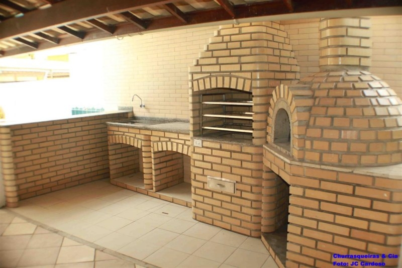 Foto: Churrasqueira e forno em tijolo laminado branco