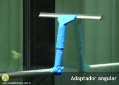 Adaptador angular, ótimo para limpeza de vidros que você encontra na casa do faxineiro
