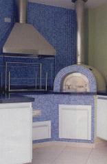 Churrasqueira e forno a lenha revestidos com pastilhas, churrasqueira moderna com inox e vidro - executada pela bella telha e projetada por marisa garcia