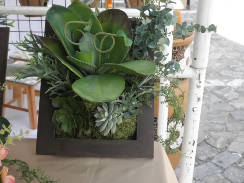 arranjo floral com quadro em mdf