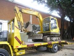 Escavadeira com rompedor hidraúlico