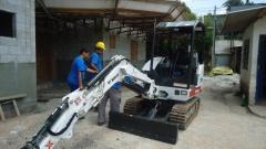 ServiÇos com mini-escadeiras com martelo hidraúlico