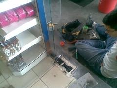Substituição de mola de piso BTS 75 V c/ espelho de substituição Dorma.