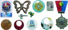 Adesivos com impressão digital de alta resolução com acabamento em resina epoxi ou pu.