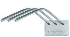 Porta avental de parede fixo, do tipo cabide para acomodar até três aventais, suporte construído em aço tratado e pintado e cabides em aço inoxidável.