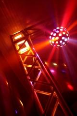 Som e ilumina��o para pista de dan�a e palco para show