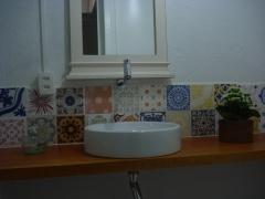 Azulejos antigos em patchwork no lavabo!