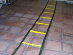 Escada de atividade f�sica com 10 passadas fixas