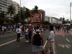 Divulgacao do chat gay tel 4003-2807 na parada gay do rio de janeiro.