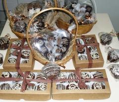 Cestas de chocolates  e caixas de pão de mel