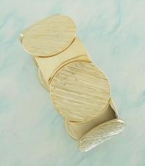 Bracelete dourado com detales em acabamento escovado