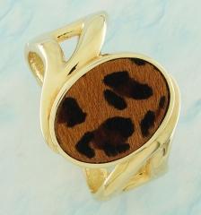 Bracelete dourado com detalhe em couro com textura de pele de onça