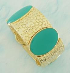 Bracelete dourado com detalhe em resina verde turquesa