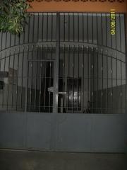 Portão fechado a parte de baixo