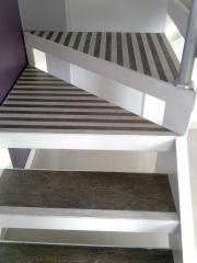 Corte em grau de porcelanato,peças cortadas sob medida para escada,acabamento perfeito.