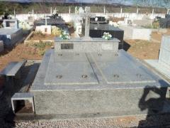 tumulo de 02 gavetas de granito cinza