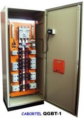 Quadros gerais de distribuição   quadros para controle de outros quadros (qgbts, qglfs, etc. )  quadros de transferência  rede / gerador.  montados em painéis de sobrepor ou auto-portantes.