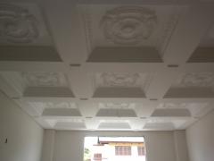 Hall de entrada com molduras decoradas