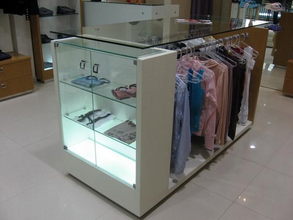 displays e araras para lojas