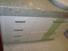 Armario de banheiro com delate em vidro.bento designer