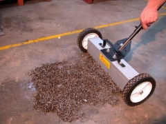 Ital produtos industriais ltda - vassoura magnetica p/ limpeza de fabrica