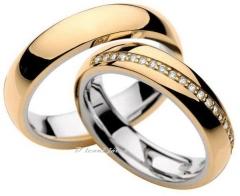Modelo: abaulada anatômica com acabamento polido, com 21 diamantes de 1 ponto, cravados transversalmente somente na feminina.