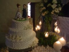 Criação de bolo maquete e noivinhos personalizados