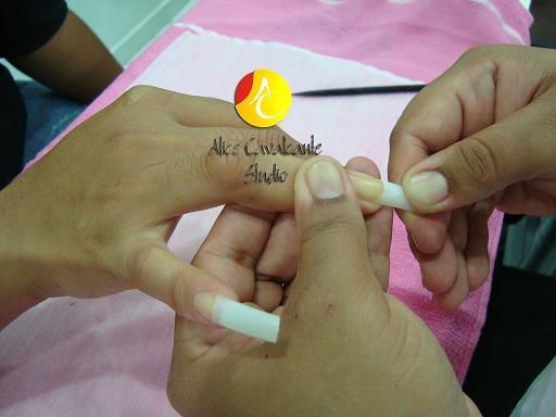 aplicando unhas de acrigel, silicone e de porcelana